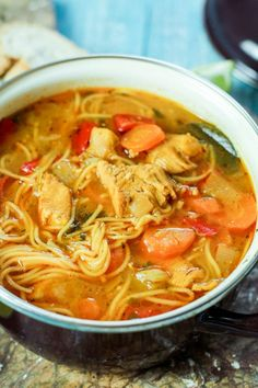 Sopa de Fideo (Chicken Noodle Soup) Sopa de fideo is the famous Puerto Rican chicken noodle soup that is super flavorful! Boricua Recipes, Mexican Food Recipes, Dinner Recipes, Ethnic Recipes, Spanish Soup, Spanish Dishes, Comida Latina, Chicken Soup Recipes, Noodle Soup