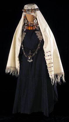 Draped Garment (Afaggou), Ida ou Semlal Amazigh (Berber) ^ Minneapolis Institute of Art Moroccan Jewelry, Ethnic Jewelry, Jewellery, Morocco Fashion, Eastern Dresses, Mode Abaya, Tribal Dress, Moroccan Design, African Jewelry