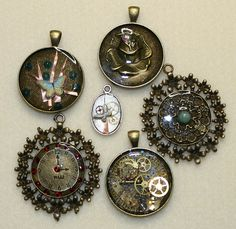 RESIN PENDANTS, You can take these classes at reddoorbeads.com