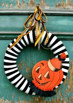 Black and white halloween wreath!  DIY front door decoration & ideas for decorating your front porch. Halloween crafts.