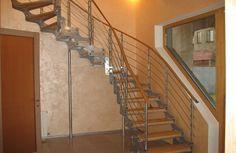 Лестница на тетиве. Спроектирована и изготовлена компанией TitaniumStairs (Киев, Украина)
