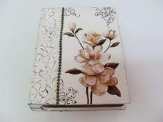 Caixa livro feita em decoupage, carimbo e papel textura.