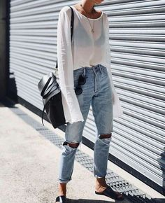 Denim Outfits : What to Wear on a Summer Date Night in Sydney Summer street style Casual Chic Outfits, Street Style Outfits, Looks Street Style, Street Style Summer, Mode Outfits, Looks Style, Looks Cool, Fashion Outfits, Street Style Fashion