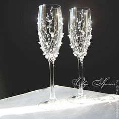 Buy Wedding Glasses Pearl in Internet- Buy Pearl Wedding Glasses in the online store at the Fair of Masters Wedding Wine Glasses, Wedding Champagne Flutes, Champagne Glasses, Wedding Gift Bags, Diy Wedding, Wedding Day, Flower Box Gift, Decorated Wine Glasses, Wedding Toasts