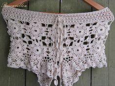 Pantalon corto tejido a mano en crochet con hilo por ruecavellon