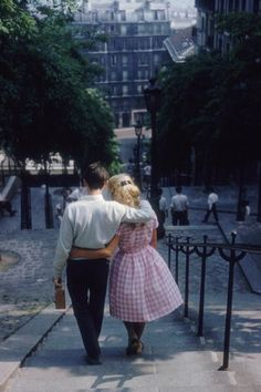 https://flic.kr/p/doKBK6 | June 1960 | A young couple walking down the steps of Montmartre, Paris. (Photo by Ernst Haas/Ernst Haas/Getty Images)