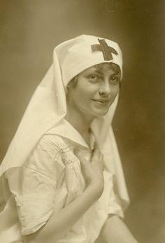 Beautiful WWI-era Red Cross Nurse