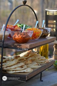 Outdoor Wine and Pizza Bar Party – bystephanielynn Outdoor Wine and Pizza Party Pizza Bar Party, Party Food Bars, Grill Party, Food For Party Buffet, Wine And Pizza, Pizza On The Grill, Grilled Pizza, Pizza Pizza, Pizza Naan