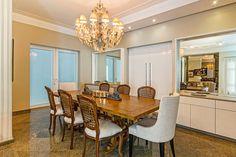 As salas de jantar estão cada dia mais modernas e ousadas. São vários os projetos que usam um mix de cadeiras nas mesas de jantar pa...