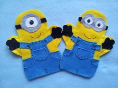 This listing is for 2 MINION Puppets These are hand cut, the body is machine sewn and the pieces are glued with hot glue. puppets can fit kids and adults hands. Puppets can be made as FAVOR BAGS with a felt pouch in the front or back . Felt Puppets, Hand Puppets, Minions, Puppet Crafts, Felt Crafts, Puppets For Sale, Puppet Patterns, Puppet Show, Bricolage