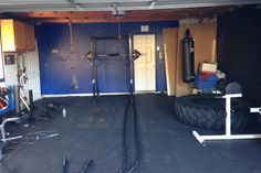 Even if you don't have a gym room in your home, think outside the box : a garage gym! Ignacio from California used our Eco-Flec Rolls to renovate his garage into the ultimate Crossfit training space