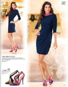 Como adornar un vestido azul marino