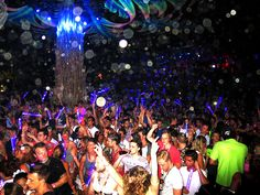 We outline all the finer details of things you need to know before heading to a Koh Phangan Half Moon Party. Where to stay, what to expect and how to party!