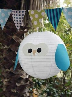 Turn a paper latern inoi an owl  - this color sheme matches perfectly our blue party bunting   http://www.pinkfisch.ch/shop/alles-fuer-die-party/wand-deko/wimpelkette-rot-blau-gruen