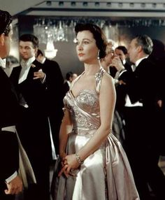 """mis actrices preferidas — Vivien Leigh """"The deep blue sea"""" 1955, de Anatole... Vivien Leigh, Old Hollywood Stars, Golden Age Of Hollywood, Classic Hollywood, Hollywood Glamour, Classic Actresses, British Actresses, Beautiful Actresses, Anne Bancroft"""