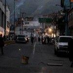 Lo que calla el Gobierno: Barrios pobres de Petare, salieron a Protestar VER FOTOS - http://critica24.com/index.php/2017/06/24/lo-que-calla-el-gobierno-barrios-pobres-de-petare-salieron-a-protestar-ver-fotos/