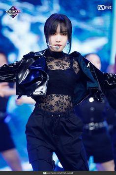 dedicated to female kpop idols. Stage Outfits, Kpop Outfits, South Korean Girls, Korean Girl Groups, Gfriend Yuju, G Friend, K Idol, Foto Pose, Poses