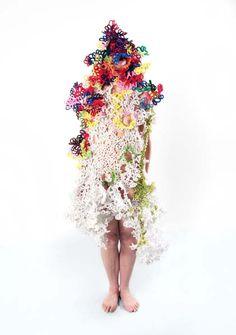 Marie Noëlle Deverre, Plasticienne .:. Travaux .:. Sculpture portable .:. Annanna/Cura pipa 2003-2012