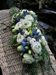 blauwe druifjes en fijne bloemen