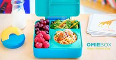 OmieBox: Hot Cold Food in 1 Lunchbox by OmieLife — Kickstarter. A lunchbox for hot and cold food so you can send your kids' favorite meals. Simple and easy to use, OmieBox makes every lunch perfect. Cold Lunches, Cold Meals, Breakfast Food List, Breakfast Recipes, Lunchbox Design, Vera Bradley, Healthy Kids, Healthy Recipes, Keep Food Warm