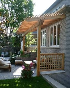 Would you like to have a beautiful pergola built in your backyard? You may have a lot of extra space available for something like this, but you'll need to focus on checking out different pergola plans before you have anything installed. Veranda Pergola, Pergola Patio, Backyard Patio, Backyard Landscaping, Landscaping Ideas, Pergola Shade, Cheap Pergola, Porch With Pergola, Corner Pergola