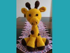 Boneca Gigi, a girafa:  feita a mão, de crochê, presente único para quem  a…