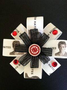 A Hunter Hayes bow.