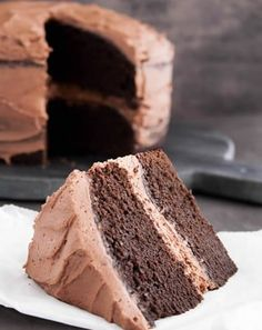 Rich and fudgy brownies topped with creamy chocolate frosting. The ideal low-carb and dairy-free treat! Whipped Chocolate Frosting, Chocolate Frosting Recipes, Cream Cheese Frosting, Pudding Frosting, Double Chocolate Brownies, Melting Chocolate, Fudgy Brownies, Chocolate Cake, Banana Brownies