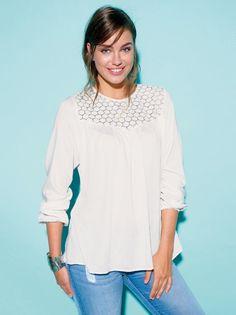 Blusa mujer manga larga elástica con canesú de guipur