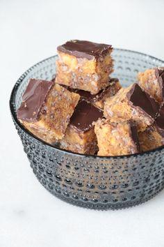 Små snickerskakor – Fikastunder Dessert Drinks, Dessert Recipes, Desserts, Bagan, A Food, Food And Drink, Swedish Recipes, Swedish Foods, Baking Recipes
