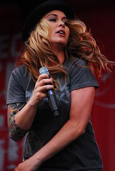 Rock singer Anouk, she's Dutch :-) at Festival Mundial in 2008 Kinds Of Music, My Music, Rock N Roll, Music Heals, The Most Beautiful Girl, Beautiful Women, She Song, Female Singers, Celebs