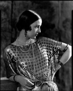 Mrs Paul Abbott by Edward Steichen, 1924 A gorgeous outfit made of assuit…