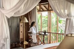 COMO Shambhala Estate offers a private location in Begawan Village, a drive from Ubud city center. Iron Balcony, Parquet Flooring, Ubud, Art Of Living, King Beds, Hotel Reviews, Hotels And Resorts, Spa, Luxury