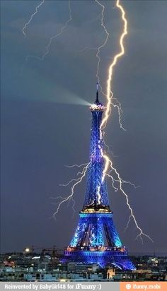 Science Discover Amazing Photo of the Eiffel Tower being struck by lightning! One of my favs of La Tour Eiffel All Nature Amazing Nature Science Nature Pretty Pictures Cool Photos Belle Villa Lightning Strikes Lightning Rod Lightning Storms Torre Eiffel Paris, Paris Eiffel Tower, Eiffel Towers, Lightning Photography, Nature Photography, Photography Tips, Portrait Photography, Wedding Photography, Pretty Pictures
