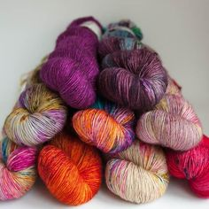 Black Elephant Merino Singles Knitting Needles, Knitting Yarn, Knitting Patterns, Knitting Projects, Crochet Projects, Green Wool, Knitted Shawls, Hand Dyed Yarn, Pattern Books