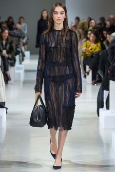 Nina Ricci - Fall 2015 Ready-to-Wear - Look 5 of 41?url=http://www.style.com/slideshows/fashion-shows/fall-2015-ready-to-wear/nina-ricci/collection/5