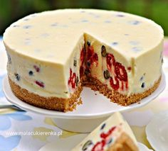 cheesecake with white chocolate and berries Polish Desserts, Polish Recipes, Sweet Recipes, Cake Recipes, Dessert Recipes, Sweet Cakes, How Sweet Eats, No Bake Cake, My Favorite Food
