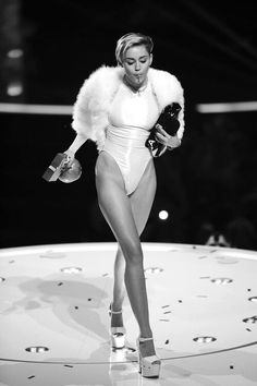 Find images and videos about legs, miley cyrus and miley on We Heart It - the app to get lost in what you love. Mtv, Miley Cyrus Style, Miley Cyrus Outfit, Miley Cyrus 2013, Miley Cyrus Pictures, Hannah Montana, Female Singers, Celebs, Celebrities