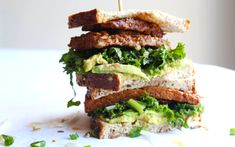 Creamy avocado and tart kale slaw team up with the meaty tempeh to give you a crunchy and delicious sandwich. Kale Slaw, Kale Pesto, Delicious Sandwiches, Vegan Sandwiches, Sandwich Recipes, Pesto Sandwich, Veggie Recipes, Healthy Recipes, Healthy Lunches