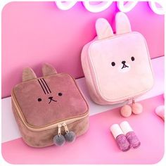 Plush Bunny Toiletry Bag - Link in the source! Animal Bag, Carry All Bag, Summer Bags, Kids Bags, Cute Bags, Toiletry Bag, Leather Craft, Leather Jewelry, Leather Working