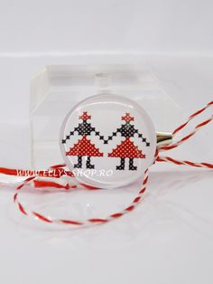 Martisor unisex motiv traditional romanesc dansatori, model 2017
