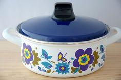 スウェーデンで見つけた花柄のホーロー両手鍋(ブルー) - 北欧、暮らしの道具店