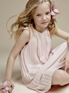 Vestido com pregas e flor para o cabelo / Pale Pink pleated summer dress - Girls Fashion - summer 2014