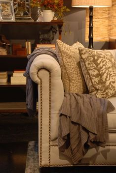 9-28-pillows-throws-6.jpg 685×1,024 pixels