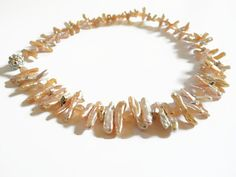 Vanilla / peach beadwork choker wedding necklace, made of  Biwa pearls, moonstone and silver, finished with a magnetic clasp