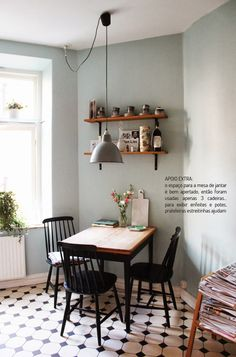 Small dining rooms and areas are inherently a lot more difficult to design than compact bedrooms and tiny living spaces. Turn a small dining room into a focal point of your house with these tips and tricks. Simple style and… Continue Reading → Interior Exterior, Home Interior, Kitchen Interior, Apartment Kitchen, Interior Livingroom, Apartment Interior, Studio Apartment, Apartment Living, Küchen Design