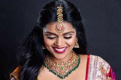 Indian Jewellery Design, Jewelry Design, Gold Jewellery, Gold Hair Accessories, Emerald Necklace, India Jewelry, Wedding Jewelry, Jewels, Bride