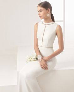 Vestido de noiva de crepe e renda. Coleção 2017 Rosa Clará