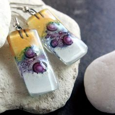 These modern handmade earrings are made with yellow, purple and white fused glass beads. The beads are made by a friend of mine. Dichroic Glass Jewelry, Fused Glass Art, Glass Pendants, Mosaic Glass, Glass Beads, Glass Design, Bead Earrings, Resin Art, Colored Glass
