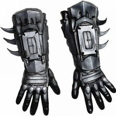Working on your Batman cosplay too? These Batman Arkham City deluxe gloves straight from Bruce's arsenal in the cave. Batman Arkham City, Batman Arkham Knight, Batman Armor, Batman Suit, Batman Cosplay, Costume Batman, Batman Costume For Kids, Batman Halloween, Adult Halloween